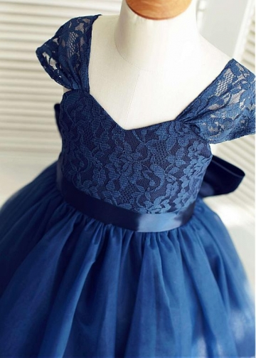 Delicate Tulle & Lace V-neck Neckline Cap Sleeves A-line Flower Girl Dresses With Bowknot