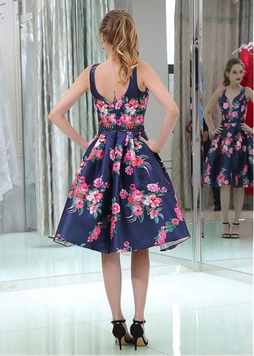 Gorgeous V-neck Neckline Knee-length A-line Print Homecoming Dresses With Beadings