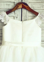 Romantic Tulle & Satin Scoop Neckline Knee-length Ball Gown Flower Girl Dresses With Belt & Laciness