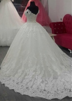 Fascinating Tulle Off-the-shoulder Neckline Ball Gown Wedding Dress With Lace Appliques