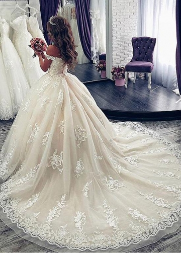 Fascinating Tulle Off-the-shoulder Neckline Ball Gown Wedding Dresses With Lace Appliques