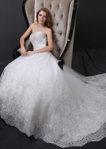 Glamorous Tulle A-line Wedding Dress With Lace Appliques