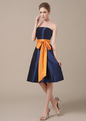 Chic Taffeta Strapless Neckline Knee-length A-line Bridesmaid Dresses