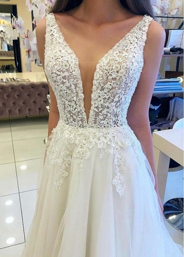 Modest Tulle V-neck Neckline A-line Wedding Dresses With Beaded Lace Appliques