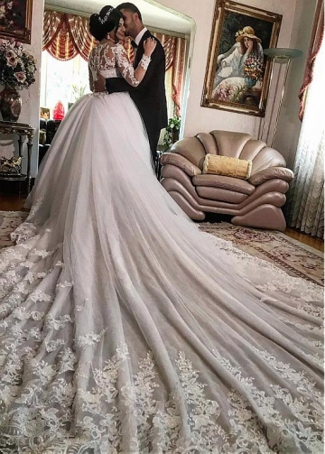 Charming Tulle Jewel Neckline Ball Gown Wedding Dresses With Lace Appliques & 3D Flowers & Beadings