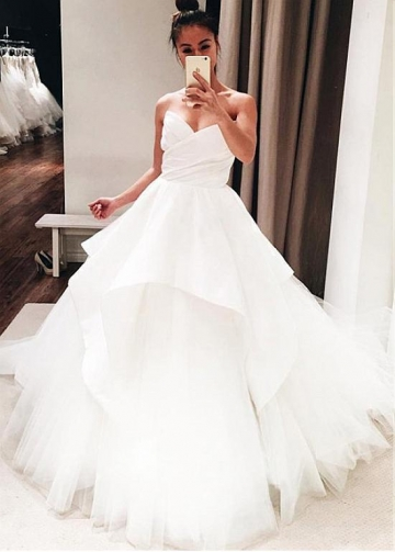 Fashionable Satin & Tulle Sweetheart Neckline Ball Gown Wedding Dress