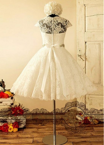 Wonderful Tulle Jewel Neckline Knee-length A-line Wedding Dress With Lace Appliques & Belt