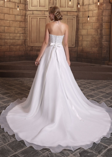 Chic Organza Satin Sweetheart Neckline A-line Wedding Dresses