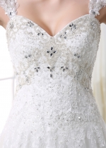 Elegant Tulle Sweetheart Neckline A-line Wedding Dress With Beaded Lace Appliques