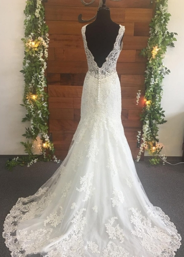 Beaded Appliques V-neck Ivory Wedding Gown 2018
