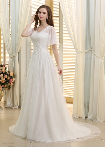 Chic Polka Dot Tulle V-neck Neckline A-line Wedding Dresses With Beaded Venice Lace Appliques