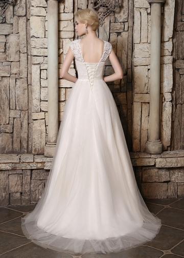 Elegant Tulle & Lace Bateau Neckline A-line Wedding Dresses