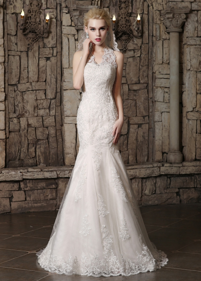 Alluring Polka Dot Tulle Halter Neckline Mermaid Wedding Dresses With Beaded Lace Appliques
