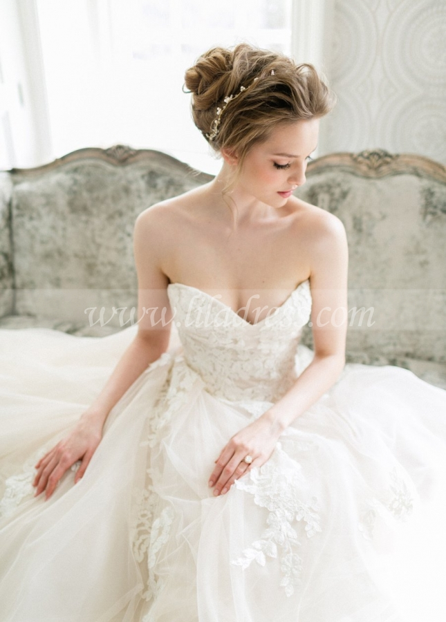 Appliques Sweetheart A-line Princess Wedding Gown with Corset Back