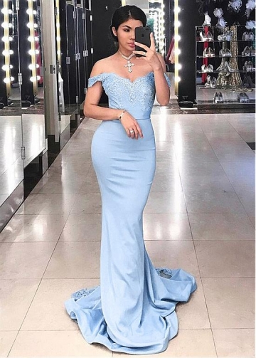 Fantastic Satin Off-the-shoulder Neckline Sheath/Column Prom Dress With Lace Appliques