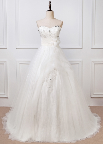 Fabulous Tulle Sweetheart Neckline A-line Wedding Dress With Lace Appliques & Handmade Flowers & Beadings
