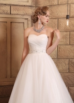 Chic Tulle Sweetheart Neckline A-line Wedding Dresses