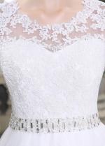 Elegant Tulle Scoop Neckline Lace Appliques A-line Wedding Dresses