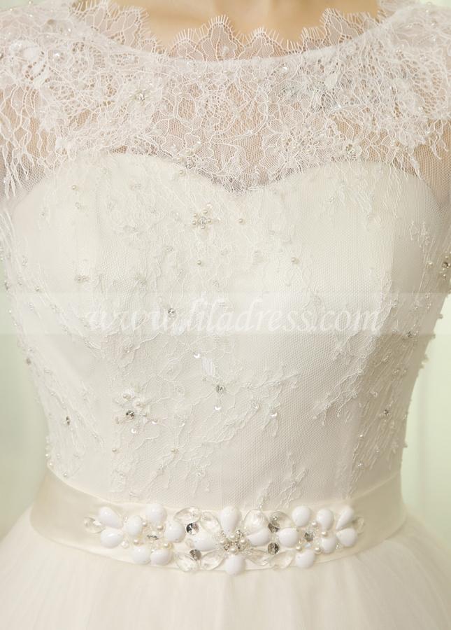 Romantic Tulle & Lace Bateau Neckline A-line Wedding Dresses