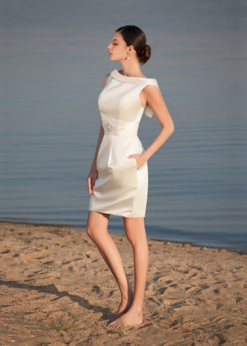 Chic Satin Bateau Neckline Short Sheath Wedding Dresses