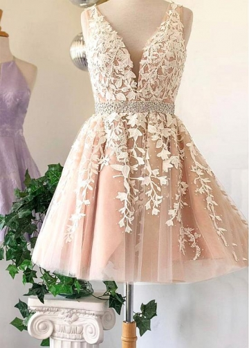 Sweet Tulle V-neck Neckline Short A-line Homecoming Dresses With Lace Appliques & Beadings & Rhinestones