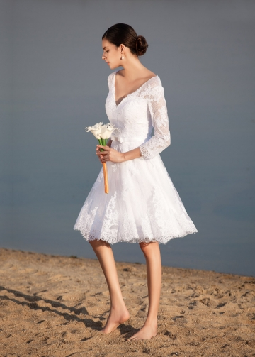 Chic Tulle V-neck Neckline Knee-length A-line Wedding Dresses With Beaded Lace Appliques