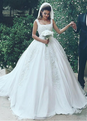 Modest Tulle Square Neckline Ball Gown Wedding Dresses With Beaded Lace Appliques