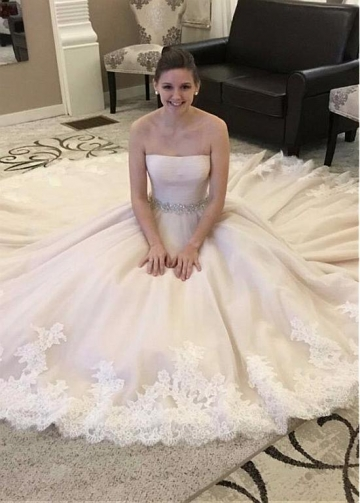Romantic Tulle Strapless Neckline A-line Wedding Dress With Lace Appliques & Beadings
