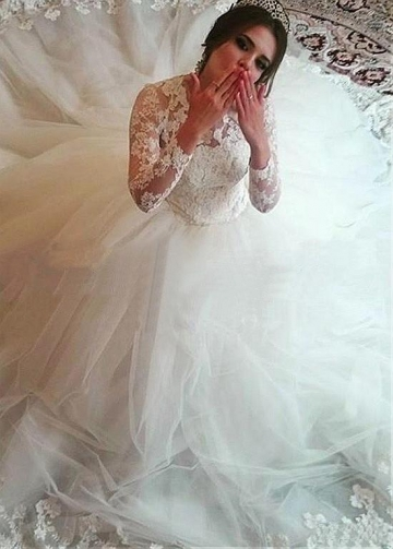Wonderful Tulle Jewel Neckline Ball Gown Wedding Dresses With Lace Appliques