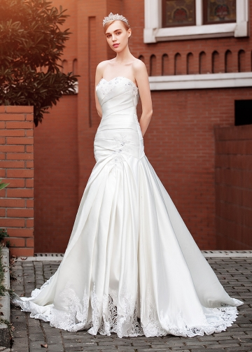 Alluring Satin Sweetheart Neckline Mermaid Wedding Dresses With Beaded Lace Appliques