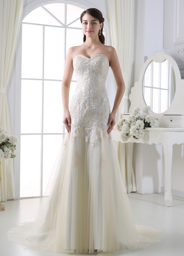 Elegant Tulle Sweetheart Neckline Sheath Wedding Dress With Beaded Lace Appliques