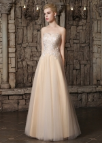 Elegant Tulle Strapless Neckline A-line Wedding Dresses With Lace Appliques