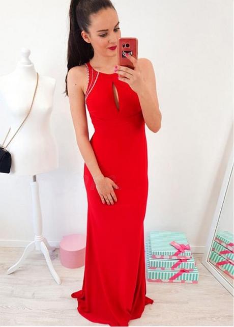 Showy Red Jewel Neckline Sheath/Column Prom Dress With Beadings