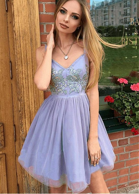 Charming Tulle V-neck Neckline Short A-line Homecoming Dresses With Beaded Lace Appliques