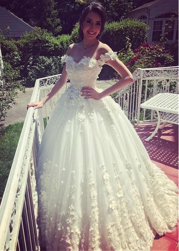Exquisite Tulle Jewel Neckline Ball Gown Wedding Dresses With Lace Appliques & 3D Flowers & Beadings