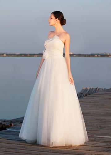 Elegant Tulle & Organza Strapless Neckline A-line Wedding Dresses