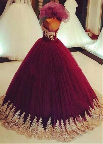 Winsome Tulle Strapless Neckline Ball Gown Prom Dress With Lace Appliques