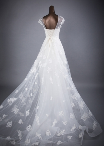 Splendid Tulle Jewel Neckline A-line Wedding Dresses With Beaded Lace Appliques