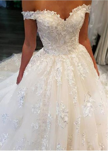Fantastic Tulle Off-the-shoulder Neckline Ball Gown Wedding Dresses With Lace Appliques & Beadings