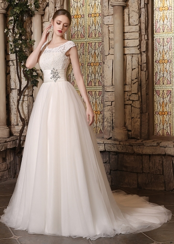 Elegant Lace & Tulle Scoop Neckline A-line Wedding Dresses
