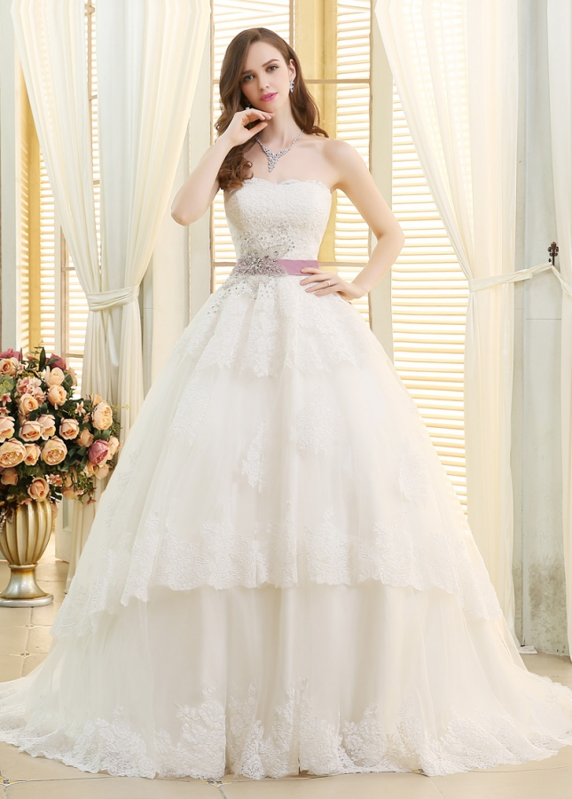 Gorgeous Tulle Strapless Neckline Ball Gown Wedding Dresses With Lace Appliques