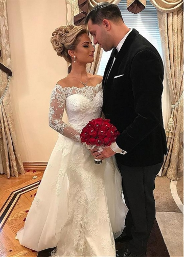 Fantastic Tulle & Lace Jewel Neckline 2 In 1 Wedding Dresses With Beaded Lace Appliques & Detachable Skirt