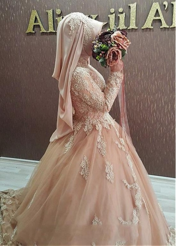 Graceful Tulle High Collar Neckline Ball Gown Arabic Islamic Wedding Dresses With Beaded Lace Appliques