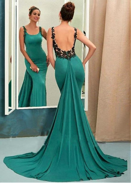 Stunning Scoop Neckline Backless Sheath/Column Evening Dress With Lace Appliques