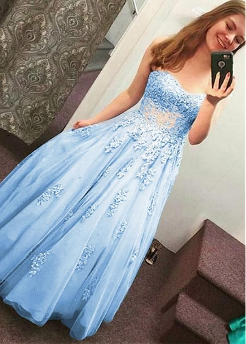 Modest Tulle Sweetheart Neckline A-line Prom Dress With Beaded Lace Appliques