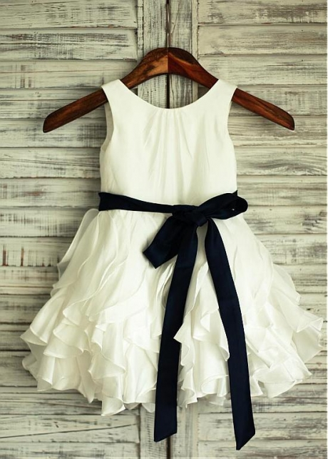 Romantic Chiffon Scoop Neckline Knee-length Flower Girl Dresses With Belt