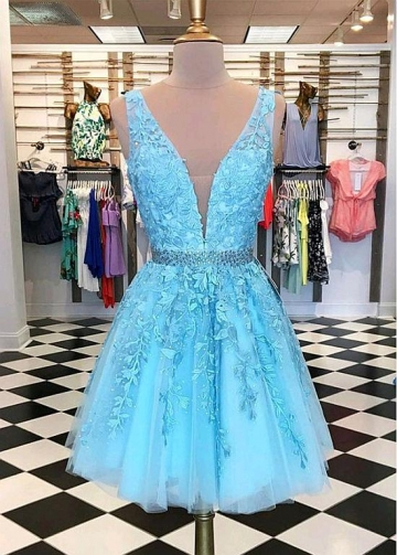 Dazzling Tulle V-neck Neckline Short A-Line Homecoming Dress With Lace Appliques & Rhinestones