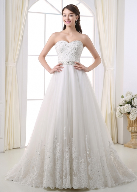 Gorgeous Tulle Sweetheart Neckline A-line Wedding Dress With Lace Appliques