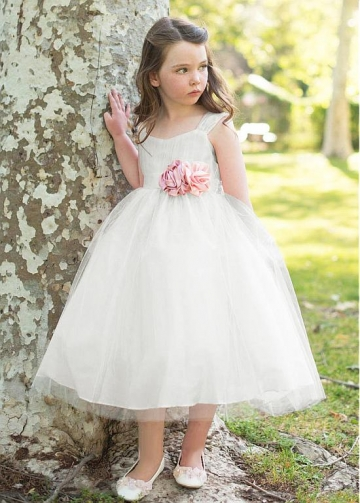 Stunning Tulle Scoop Neckline A-line Flower Girl Dresses With Belt & Handmade Flowers