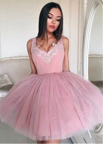 Wonderful Tulle V-neck Neckline Short Ball Gown Homecoming Dress With Lace Appliques
